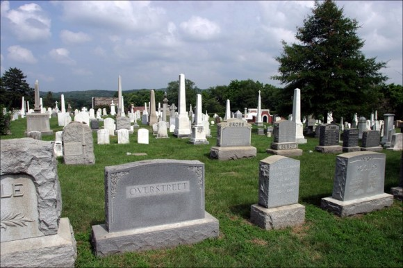 congressional-cemetary-tombstones-1